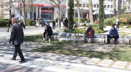 Πολυκοσμία στο κέντρο της Λάρισας έφερε η καλοκαιρία (φωτό)