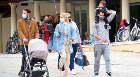 Τζένη Θεωνά-Δήμος Αναστασιάδης: Βόλτα και παιχνίδια με τον γιο τους στον Εθνικό κήπο