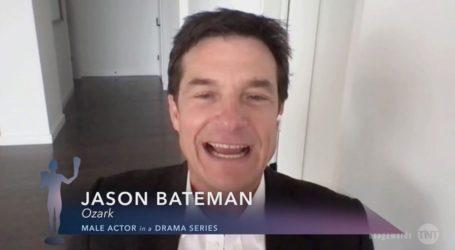 SAG Awards: Ο Jason Bateman αφιέρωσε το βραβείο του στους γιατρούς που δίνουν μάχη στην πανδημία