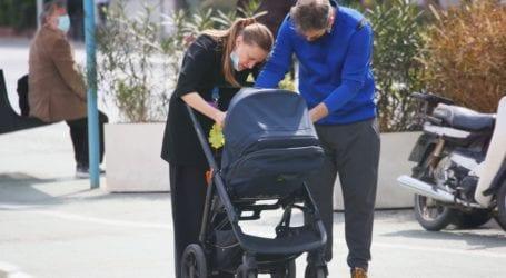 Αλέξανδρος Μπουρδούμης & Λένα Δροσάκη: Βόλτα με τον γιό τους στο κέντρο της πόλης!