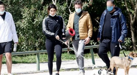 Τόνια Σωτηροπούλου – Κωστής Μαραβέγιας: Βόλτα στο κέντρο της πόλης για το ερωτευμένο ζευγάρι