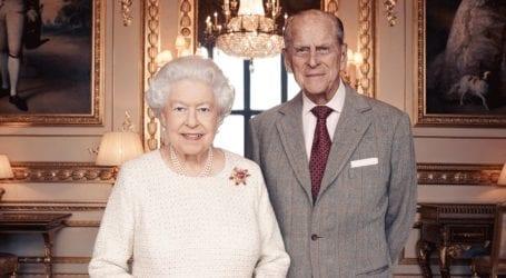 Βασίλισσα Ελισάβετ: Το χειρόγραφο σημείωμα που άφησε στο φέρετρο του πρίγκιπα Φιλίππου