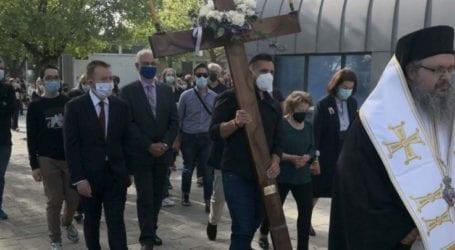 Σε κλίμα κατάνυξης η Ακολουθία του Επιταφίου στο Νέο Κοιμητήριο της Λάρισας (φωτό)