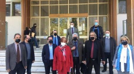 """""""Φώναξαν"""" έξω από το Δικαστικό Μέγαρο οι Λαρισαίοι δικηγόροι (φωτο – βίντεο)"""