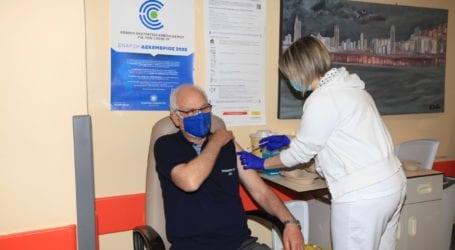 Eμβολιάστηκε ο Δήμαρχος Λαρισαίων Απ. Καλογιάννης: Ο εμβολιασμός είναι πράξη ζωής, αλληλεγγύης και ανθρωπιάς
