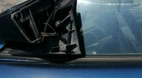 Πάλι ξήλωσαν καθρέφτες αυτοκινήτων στη συνοικία της Νέας Σμύρνης (φωτο)