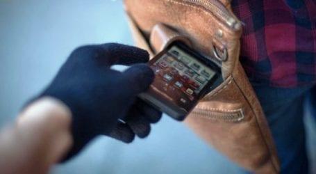 """""""Βούτηξε"""" κινητό από πελάτισσα σε σούπερ μάρκετ στην Ελασσόνα και την """"τσίμπησαν"""""""