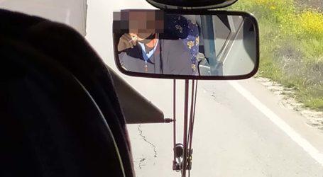 Καταγγελία: Οδηγός του ΚΤΕΛ Λάρισας χωρίς μάσκα και με το τσιγάρο στο στόμα εν ώρα δρομολογίου! (φωτό)