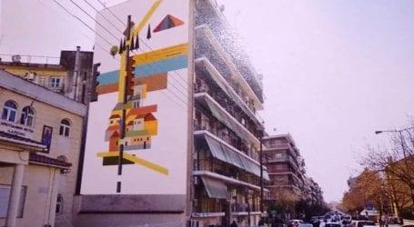 """Μετά τον Μορικόνε και τον Τλούπα, η σειρά του Αγήνορα Αστεριάδη: Τοιχογραφία σε πολυκατοικία της Λάρισας η περίφημη """"Πολιτεία"""""""