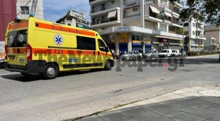 Βόλος: Νεαρή γυναίκα τραυματίστηκε στο κεφάλι σε τροχαίο στην 2ας Νοεμβρίου [εικόνες]