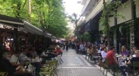 Αναστάτωση σε καφετέρια στο κέντρο της Λάρισας – Σωριάστηκε γυναίκα και μεταφέρθηκε στο νοσοκομείο