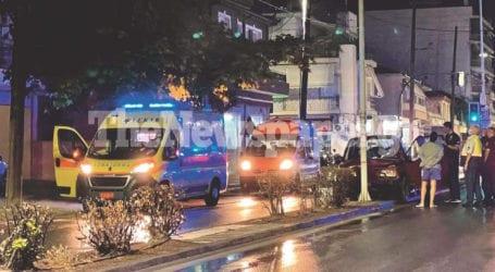 Αυτοκίνητο έπεσε σε κολώνα φωτισμού στον Βόλο – Δείτε εικόνες και βίντεο
