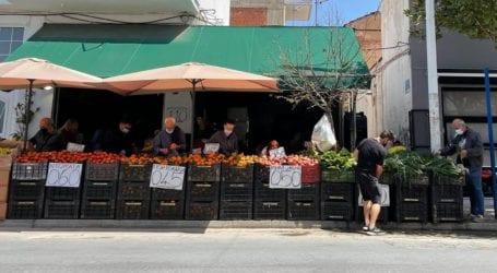 Βόλος: «Ουρές» από το πρωί σε κρεοπωλεία, μανάβικα και σούπερ μάρκετ