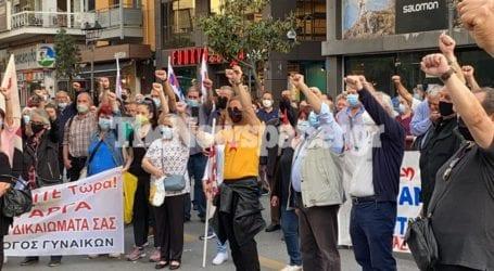 ΤΩΡΑ: Στο Ταχυδρομείο του Βόλου η πορεία για την Εργατική Πρωτομαγιά [εικόνες και βίντεο]