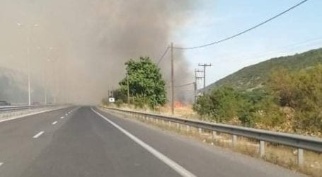 ΤΩΡΑ: Φωτιά κοντά στη Χαλυβουργία