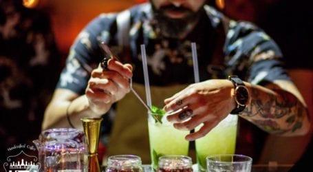 Βγαίνει από το «mute» η μουσική σε καφέ, μπαρ, εστιατόρια; Πότε ανοίγουν οι εσωτερικοί χώροι