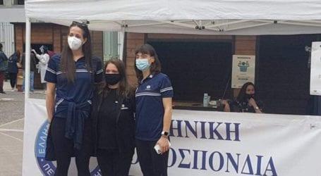 Τα κορίτσια της εθνικής ομάδας βόλεϊ συγκέντρωσαν τρόφιμα στην Κεντρική πλατεία της Λάρισας (φωτο – βίντεο)