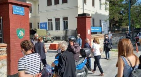 Μεγάλη προσέλευση 40ρηδων στο νέο εμβολιαστικό κέντρο της Λάρισας – Πέντε νέες εμβολιαστικές γραμμές στα 2 νοσοκομεία