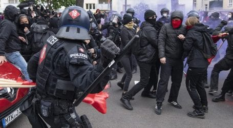 Περίπου 240 άνθρωποι συνελήφθησαν στις συγκεντρώσεις για την Εργατική Πρωτομαγιά στο Βερολίνο