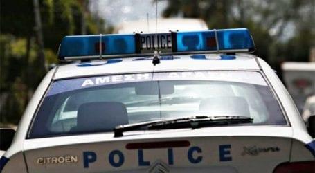 Εξετράπη το όχημα που είχαν κλέψει και κατέληξαν στο νοσοκομείο