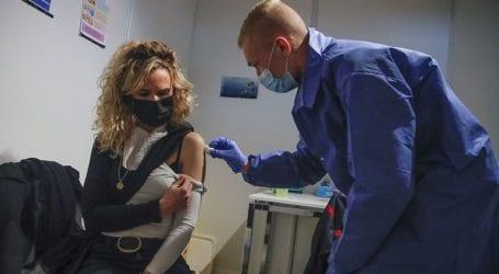 Έχει εμβολιαστεί με την πρώτη δόση κατά της Covid-19 περισσότερο από το 1/3 των ηλικιών άνω των 16 ετών