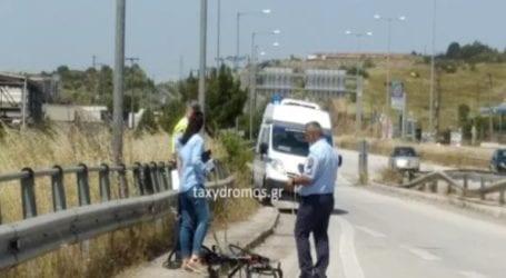 Χειροπέδες στον οδηγό που παρέσυρε, σκότωσε και εγκατέλειψε ποδηλάτη στον Βόλο