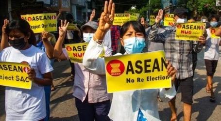 Βυθίζεται στο χάος η Μιανμάρ