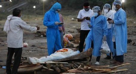 Δεκάδες πτώματα πιθανών θυμάτων του κορωνοϊού ξεβράστηκαν στις όχθες του Γάγγη