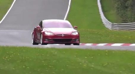Πτώση 27% για τις πωλήσεις της Tesla στην Κίνα τον Απρίλιο