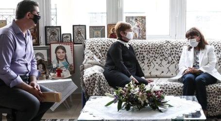 Η Κ. Σακελλαροπούλου επισκέφθηκε τους γονείς της Ελένης Τοπαλούδη