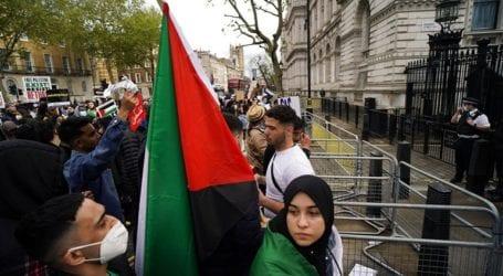 Χιλιάδες άνθρωποι σε μια διαδήλωση υπέρ των Παλαιστινίων στο Λονδίνο