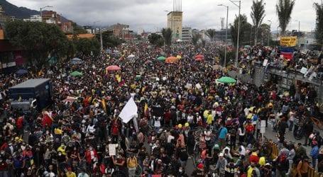 Οι διαδηλωτές ζητούν να σταματήσει η χρήση πραγματικών πυρών