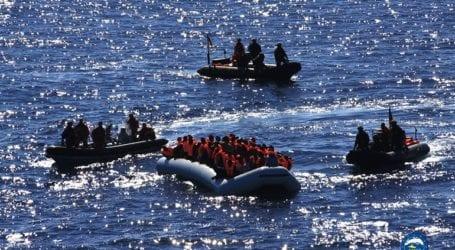 Περισσότεροι από 80 μετανάστες έφτασαν κολυμπώντας στον θύλακα Θέουτα από το Μαρόκο