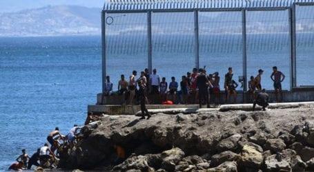 Περισσότεροι από 2.700 μετανάστες από το Μαρόκο έφθασαν στην Θέουτα μέσα σε μια μέρα