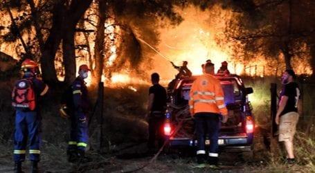 Ενεργό το μέτωπο της πυρκαγιάς στην Κορινθία