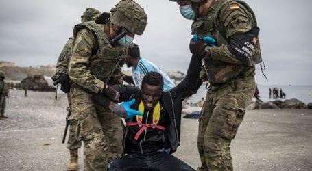 Τουλάχιστον 6.500 μετανάστες από το «κύμα» στη Θέουτα έχουν σταλεί στο Μαρόκο