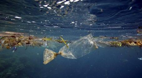 Τετρακόσια πλαστικά βαρέλια και δεκαπέντε τόνοι δίχτυα απομακρύνθηκαν από τον βυθό