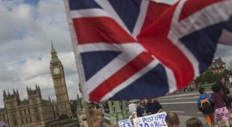 Οι Βρετανοί επιστρέφουν και πάλι στα σούπερ μάρκετ όσο προχωρά η εμβολιαστική εκστρατεία