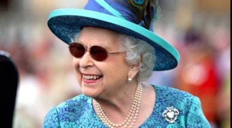 Γιατί η βασίλισσα Ελισάβετ φοράει πάντα πέρλες στις εξόδους της;