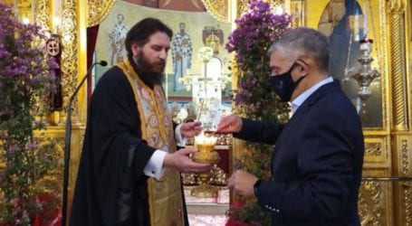 Έστω και με καθυστέρηση, η Λάρισα έλαβε την ευλογία του Αγίου Φωτός – Το μετέφερε σήμερα στον Αγ. Νικόλαο ο Κ. Αγοραστός (φωτο)