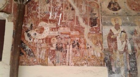 Ιεροσυλία: Κατέστρεψαν αγιογραφίες του 18ου αιώνα σε εκκλησία του Βόλου [εικόνα]