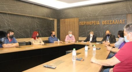 Σύσκεψη Αγοραστού – Τριαντόπουλου και προέδρων Επιμελητηρίων για τους πληγέντες από τον σεισμό