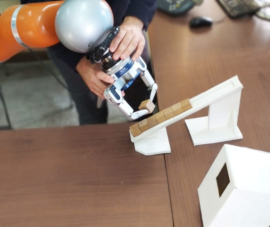 ProgHRC Ένα καινοτόμο ρομπότ για τη βιομηχανία που μαθαίνει από scaled