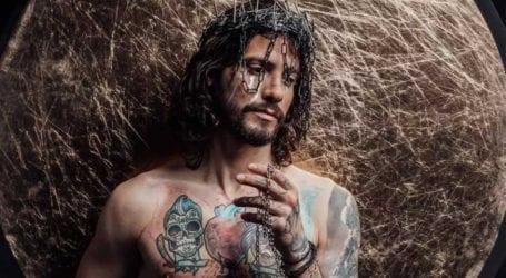 Αναστάσιος Ράμμος: Αντιδράσεις προκαλεί η φωτογράφιση που έκανε ως άλλος Ιησούς