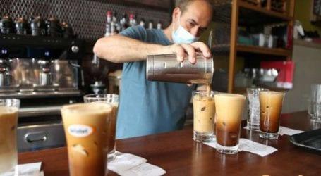 Γέμισαν με κόσμο οι καφετέριες στις πόλεις