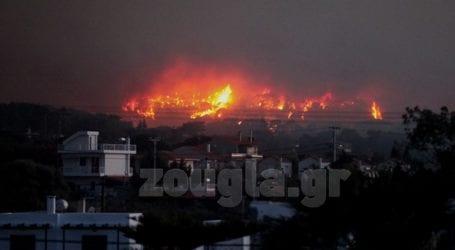 Εκκενώνονται και άλλοι οικισμοί στο μέτωπο της πυρκαγιάς