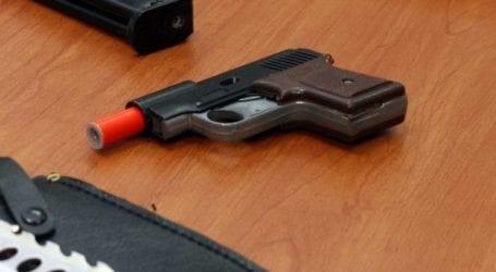Συνελήφθη Φαρσαλινός γιατί είχε πιστόλι για φωτοβολίδες στο σπίτι του