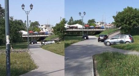 Μετέτρεψαν σε πάρκινγκ τον περιβάλλοντα χώρο του Πηνειού στη Λάρισα (φωτο)