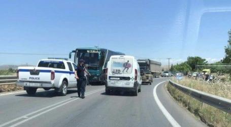 Τροχαίο στον δρόμο Λάρισας-Φαρσάλων με εμπλεκόμενο λεωφορείο του ΚΤΕΛ
