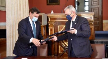 Χαρακόπουλος για υπογραφή μνημονίου με πρύτανη: Η ΔΣΟ με το ΕΚΠΑ αναβαθμίζει την δράση της